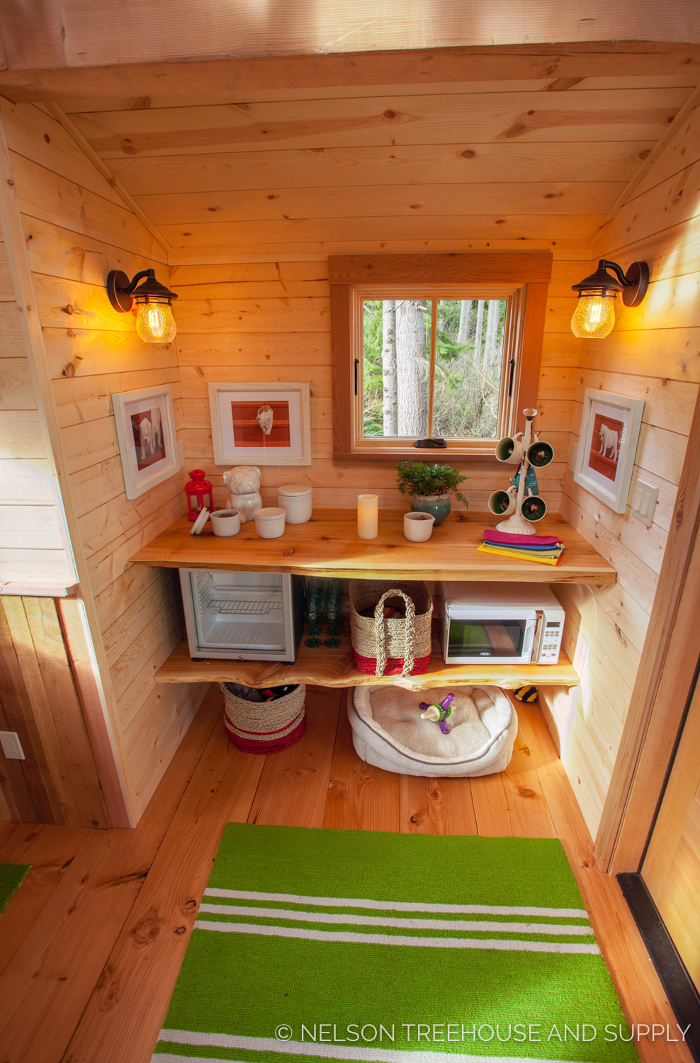 Bulldog Bungalow kitchenette - nelson Treehouse