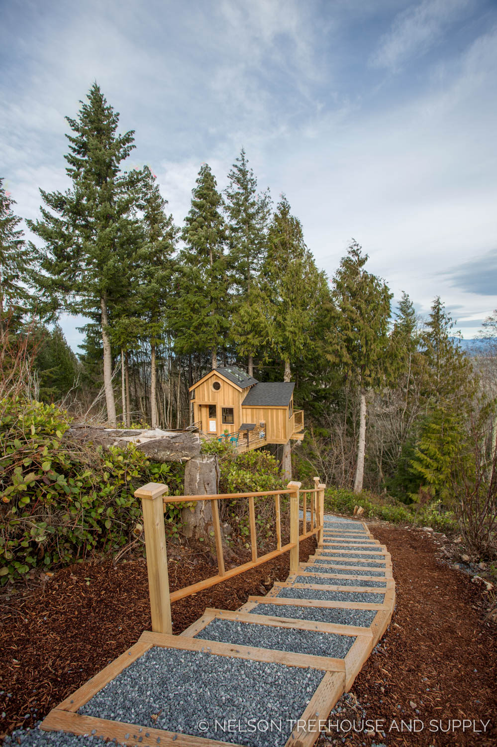 pathway to the Bulldog Bungalow - nelson Treehouse