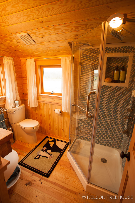 Nelson Treehouse - Twenty-Ton Texas Treehouse shower