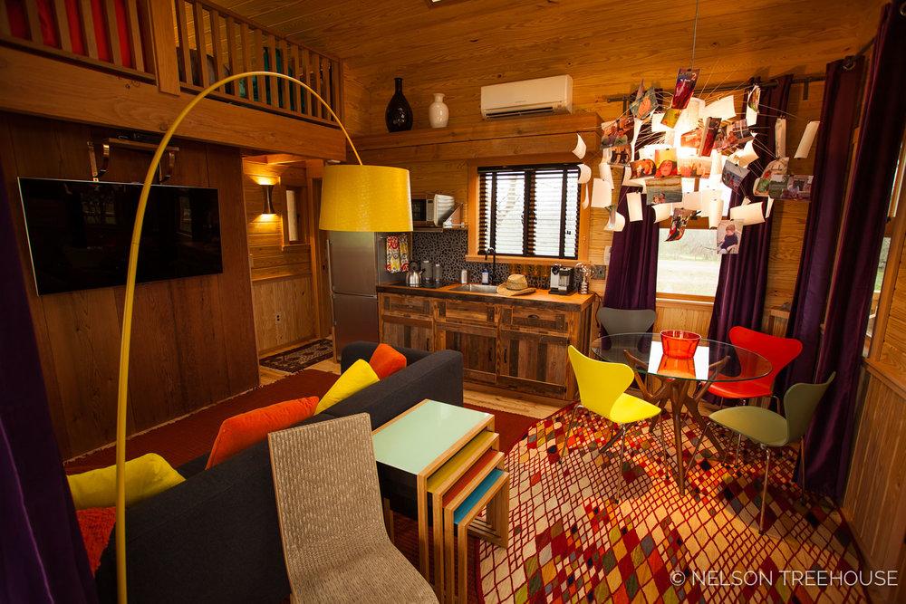 Nelson Treehouse - Twenty-Ton Texas Treehouse living room