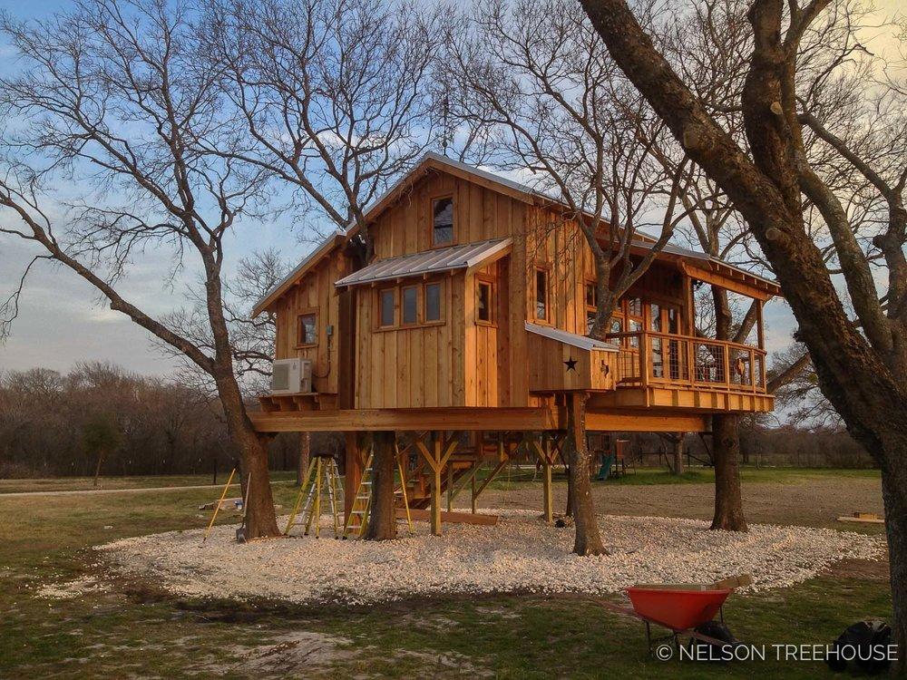 Nelson Treehouse - Twenty-Ton Texas Treehouse at sunset