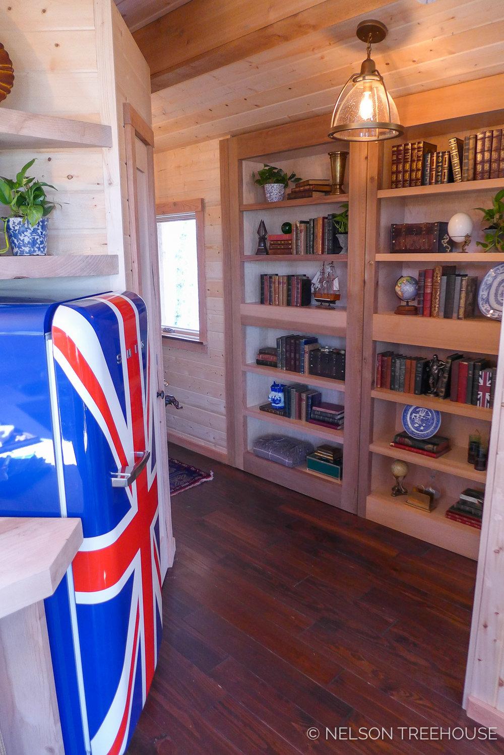 Super Spy Treehouse - Nelson Treehouse 2018 - Built-in bookshelf