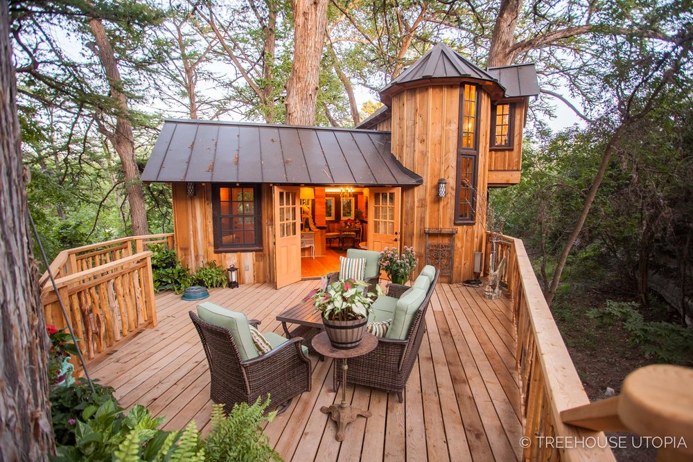 the spacious deck on  Chateau at Treehouse Utopia