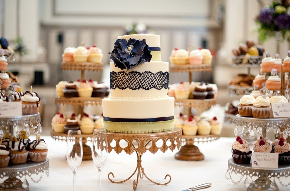 wedding-photography-sneak-peek-elegant-real-wedding-lace-embellished-wedding-cake.full.jpg