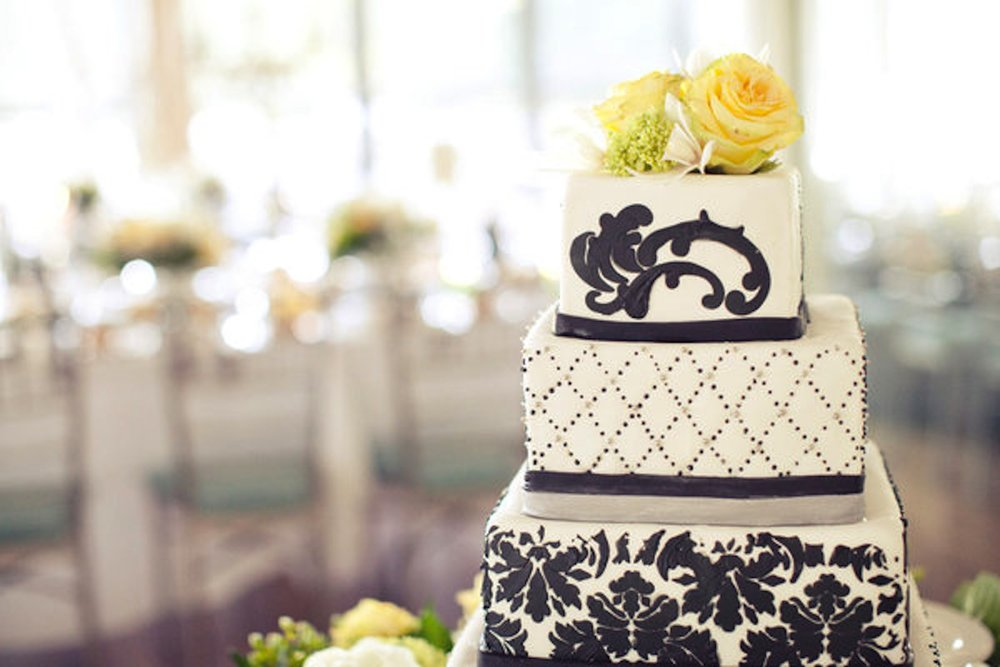 black-white-damask-wedding.jpg