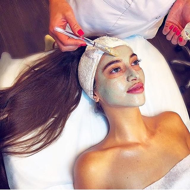 Facials have become exceedingly popular, as more people realize the health benefits they have to offer: ✅Lower Stress Levels. ✅Treat Acne and Acne Marks. ✅Improve Blood Circulation. ✅Prevent Skin Aging. ✅Exfoliate. ✅Reduce Dryness. ✅Detoxify. ✅Increase Absorption Abilities. •