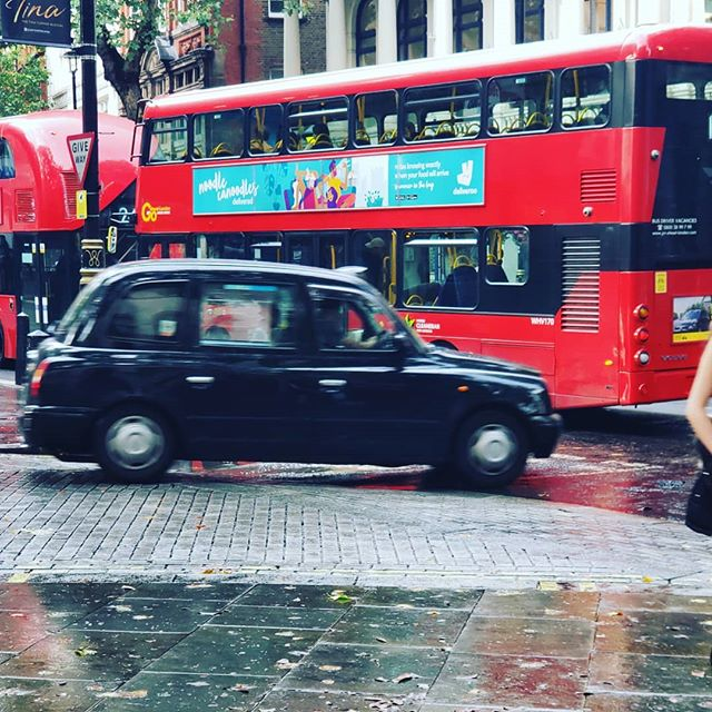Things you only see in London! We ❤ 🇬🇧 #rosieleeco #sanfordfl #anglophile #onlocation #london #americaninengland