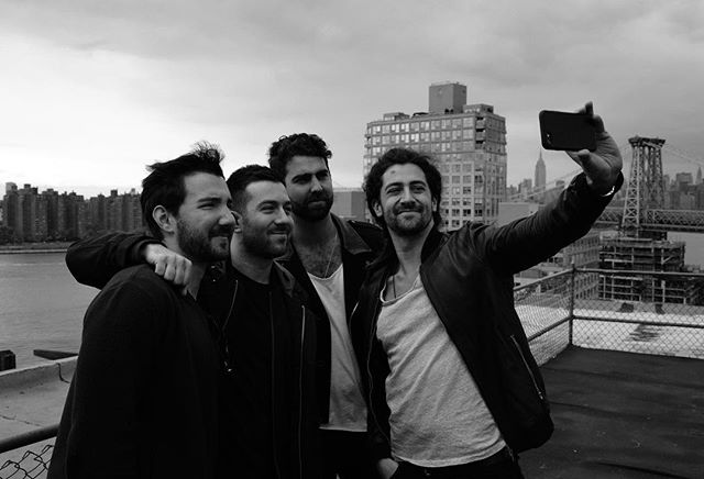 This new breakthrough in selfie technology is really something 🤓 #apictureinsideapicture #abandinsideaband (📷 by @linearenigma)