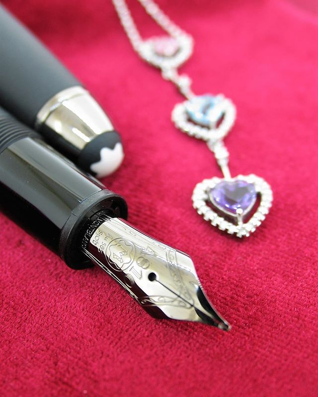 Rewrite your love story with this #montblanc #platinum coated #fountainpen with an 18ct white gold tip. . Heart shaped design #necklace with #semipreciousstone and diamonds. #bespokepiece By @mariosjewellers. . . . #mariosjewellers #jewellerydesigner #manufacturingjeweller #awardwinningjeweller #capetown #southafrica #jewellersofinstagram #jewellersofdistinction #luxuryjewelry #follow4follow #follow4follow #highendjewelry #luxurylifestyle #jewellery #diamondjewelry #canalwalk #jewellerystore