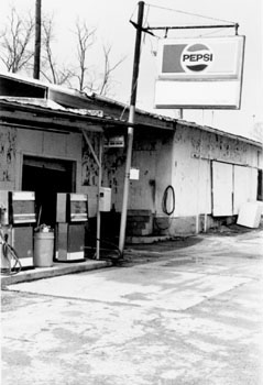 gas_B_W_pepsi gas station.jpg