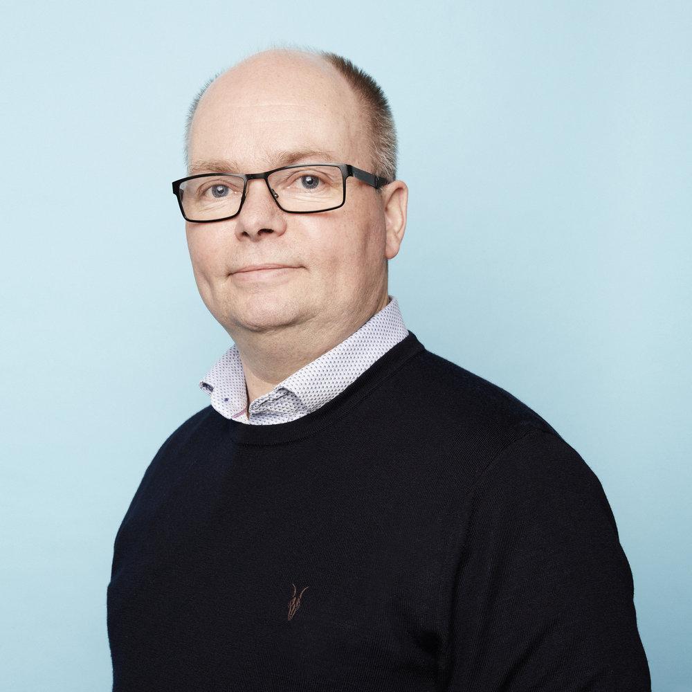 TOR HENRIK K. SØMME  Partner, styreleder  Sivilarkitekt / Master i arkitektur  ths@archus.no  tlf: 900 90 803
