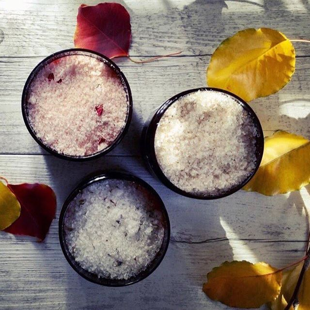 Autumn 🍂 loved watching the orange leaves fall in the crazy wind today! Get your skin scrubbed free of the dryness and add a little magnesium to your routine with the Caim and Able body scrubs 💕 link in bio @caimandable #naturalbeauty #naturalskincare #bodyscrub #magnesium