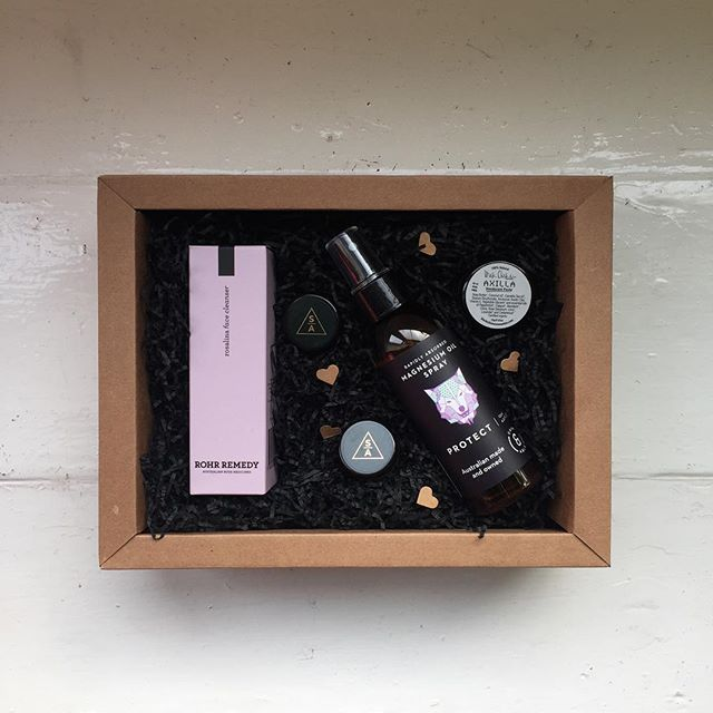 Isn't this a lovely looking gift box 💕 You can build your own or find some ideas for someone special. Link in bio #naturalskincare #naturalbeauty #giftbox #christmasgiftidea