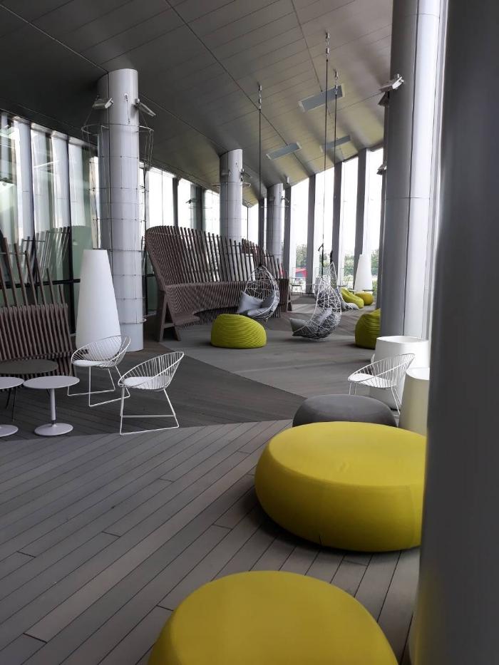 Inowood-wpc-terasa-verslo-centre-sprendimai-viesosioms-erdvems.jpg.jpg