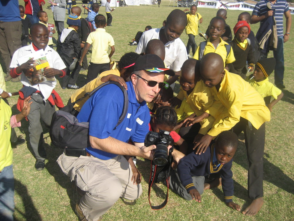7-rotary-international-photographer-shares-his-snaps-with-local-children-in-diepsloot.jpg