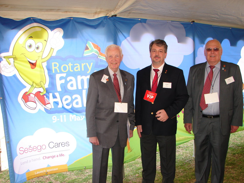 15-chairman-of-the-rotary-foundation-mr-wilf-wilkinson-rotary-district-governor-anneas-balt-and-past-district-governor-2013-martin-forsyth-thompson.jpg