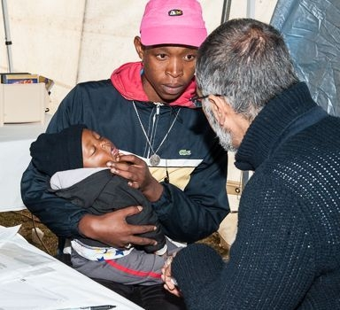 5-prof-asraf-coovadia-administers-treatment-to-a-child-in-diepsloot.jpg