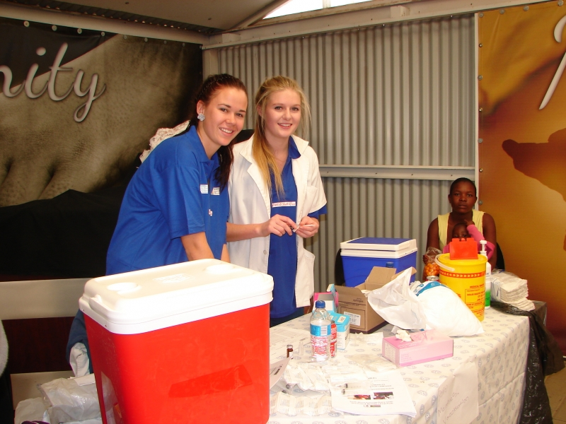 16-medical-students-volunteer-their-skills-at-the-health-days-in-2013.jpg