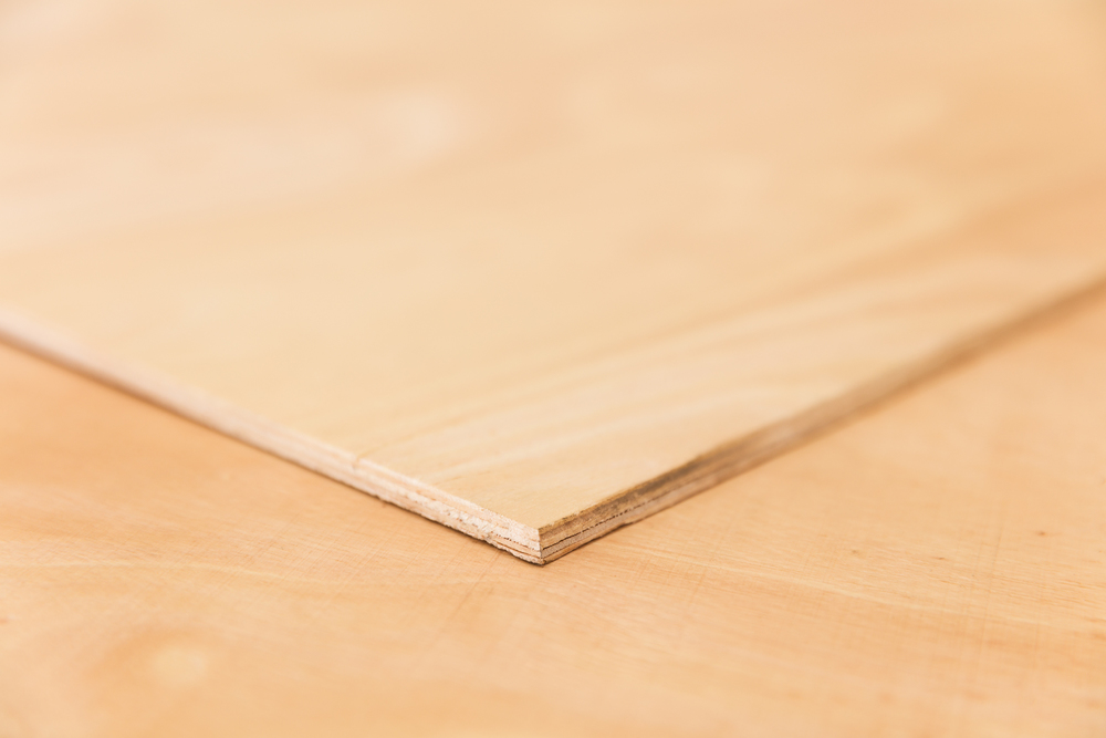 hevea plywood. density 700-750 kg/m3 (similair to oak)