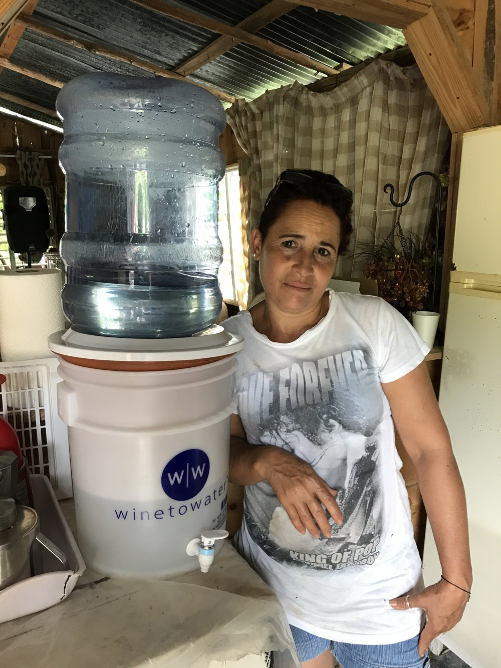 Utilizing a ceramic water filter in the Dominican Republic