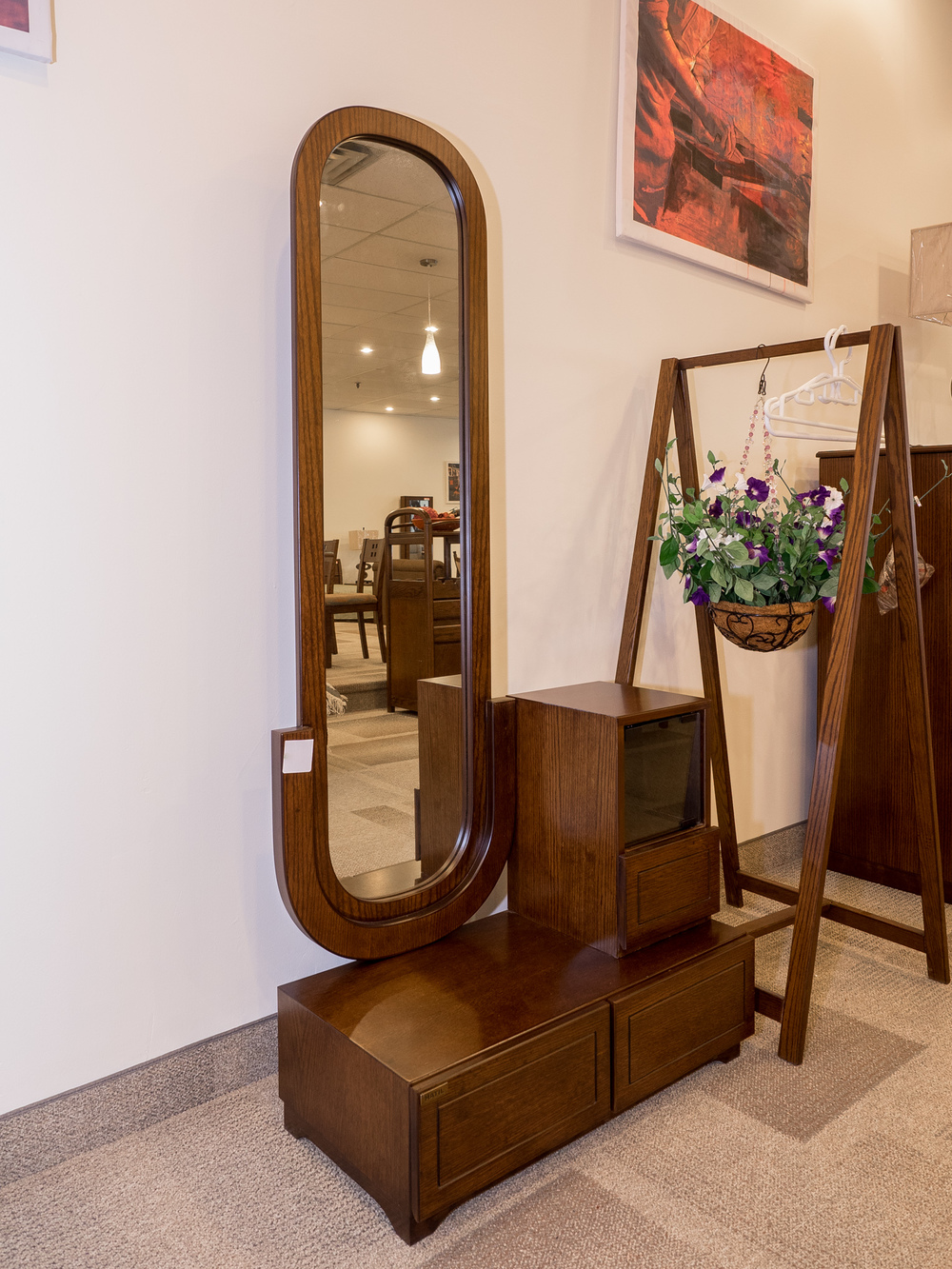 Model: 128-2-1-77. Dressing table with oval shaped mirrors.