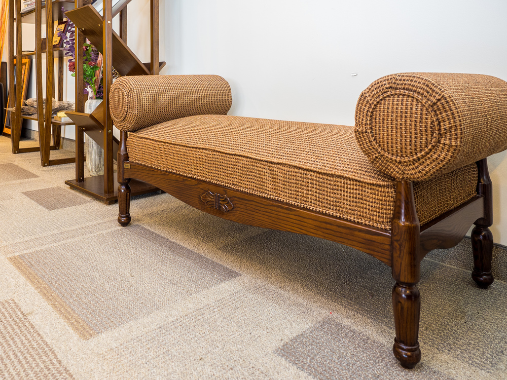 Model: 103-2-1-77. Divan with dual pillow.