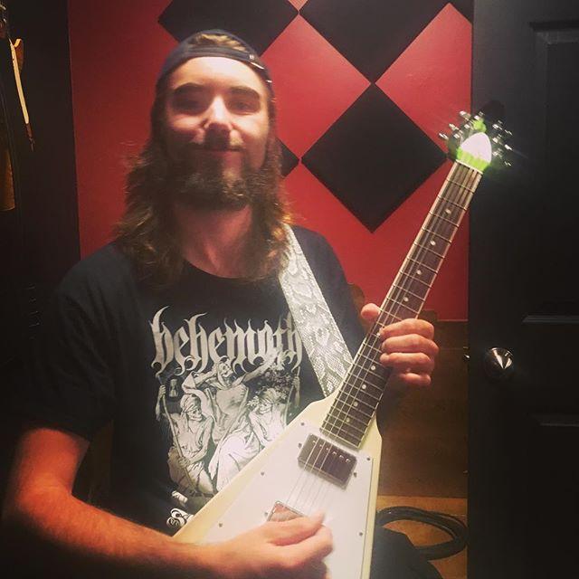 @mickd.kiss shredding a solo for @shiveredofficial - cool goth moody stuff! . . . . . #ibanez #shred #goth #malacoda #oldhauntrecordingstudio #guitar #guitarist #metal #recording #flyingv #doom #recordingstudio @old_haunt_recording_studio @officialibanezguitars