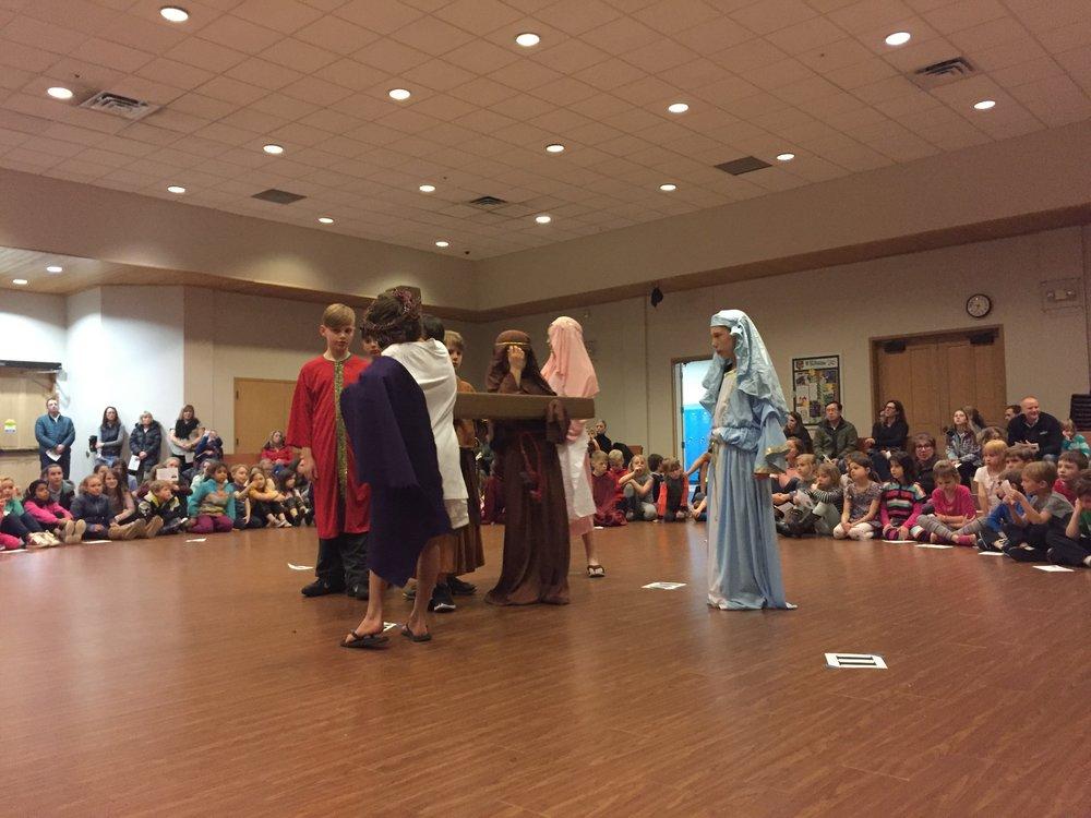 8 - Jesus meets the women of Jerusalem.jpg