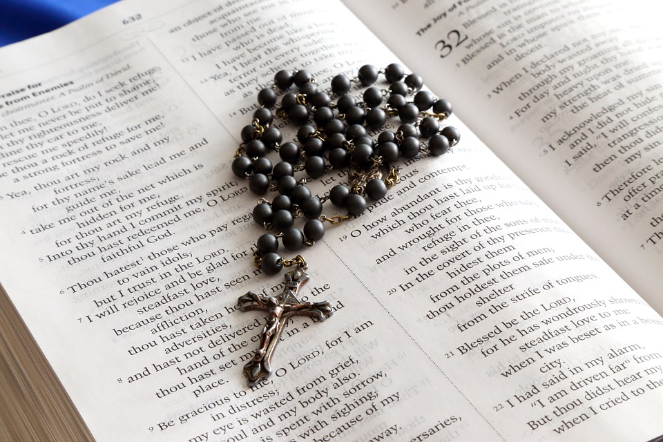Holy-Rosary-Jesus-Christianity-Bible-Book-Cross-699609.jpg