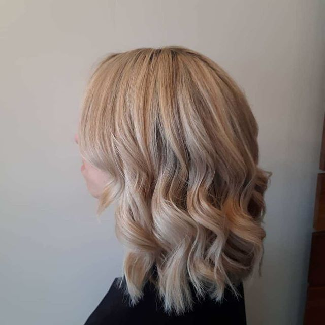 Beautiful col done by our new team member master colorist Molly. Check out her work @hairbymollylloyd. ❤️ . . #behindthechair #modernsalon #americansalon #haireducation #licensedtocreate #imallaboutdahair #hairbrained #btcpics #hair #thecutlife #maneinterest #hairstylist #modernsalon #hairgoals #citiesbesthairartists #newyorkhair #nycsalon #longislandcity #queens #beauty #aveda