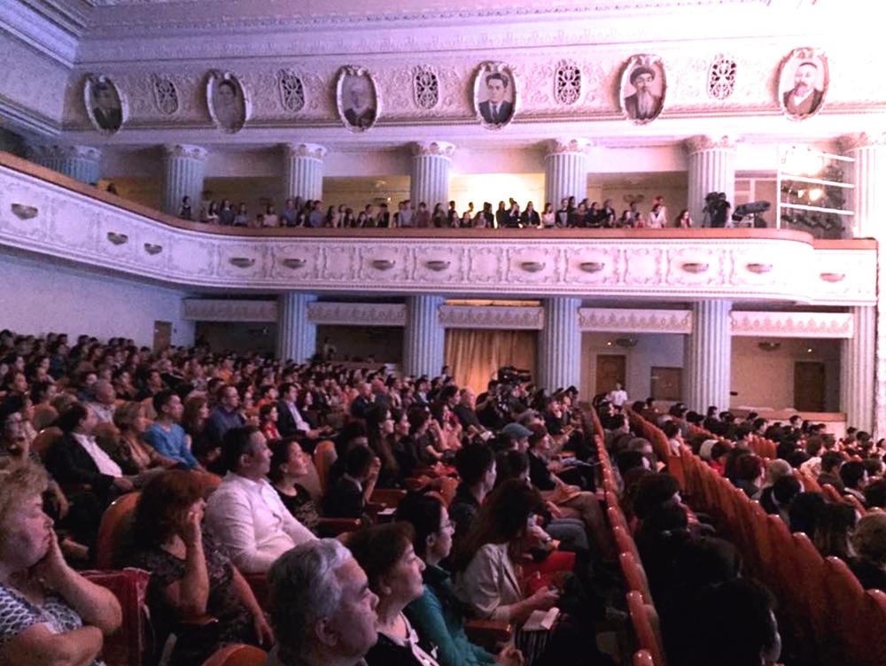 Publikum Almati FMF.jpg