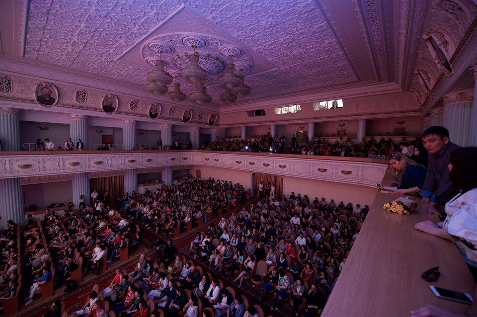 Publikum Almaty FMF 2.jpg