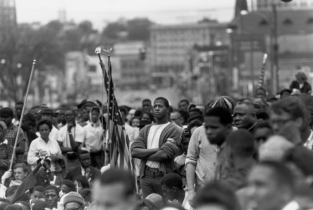 Bruce Davidson,  At the end of the Selma March, crowds gather outside of the Alabama State Capitol , 1965. © Bruce Davidson / Magnum Photos