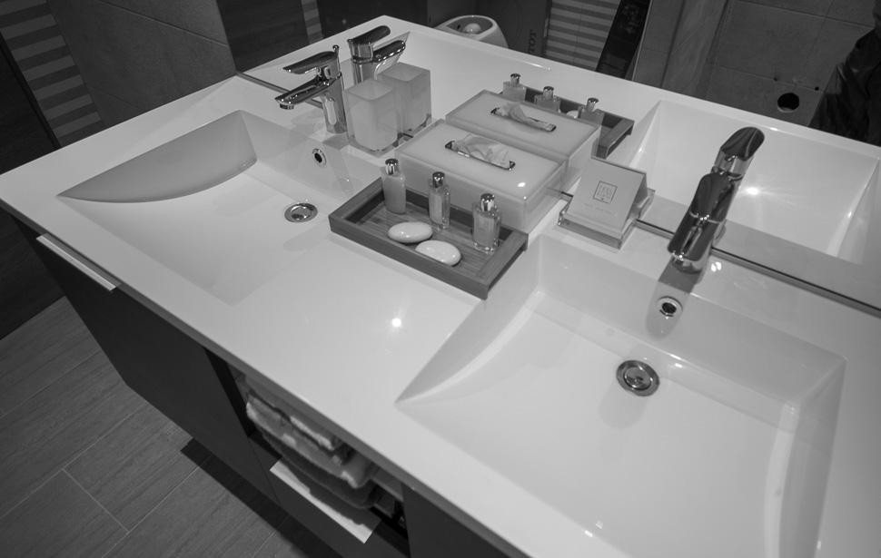 Bathroom / Salle de Bains