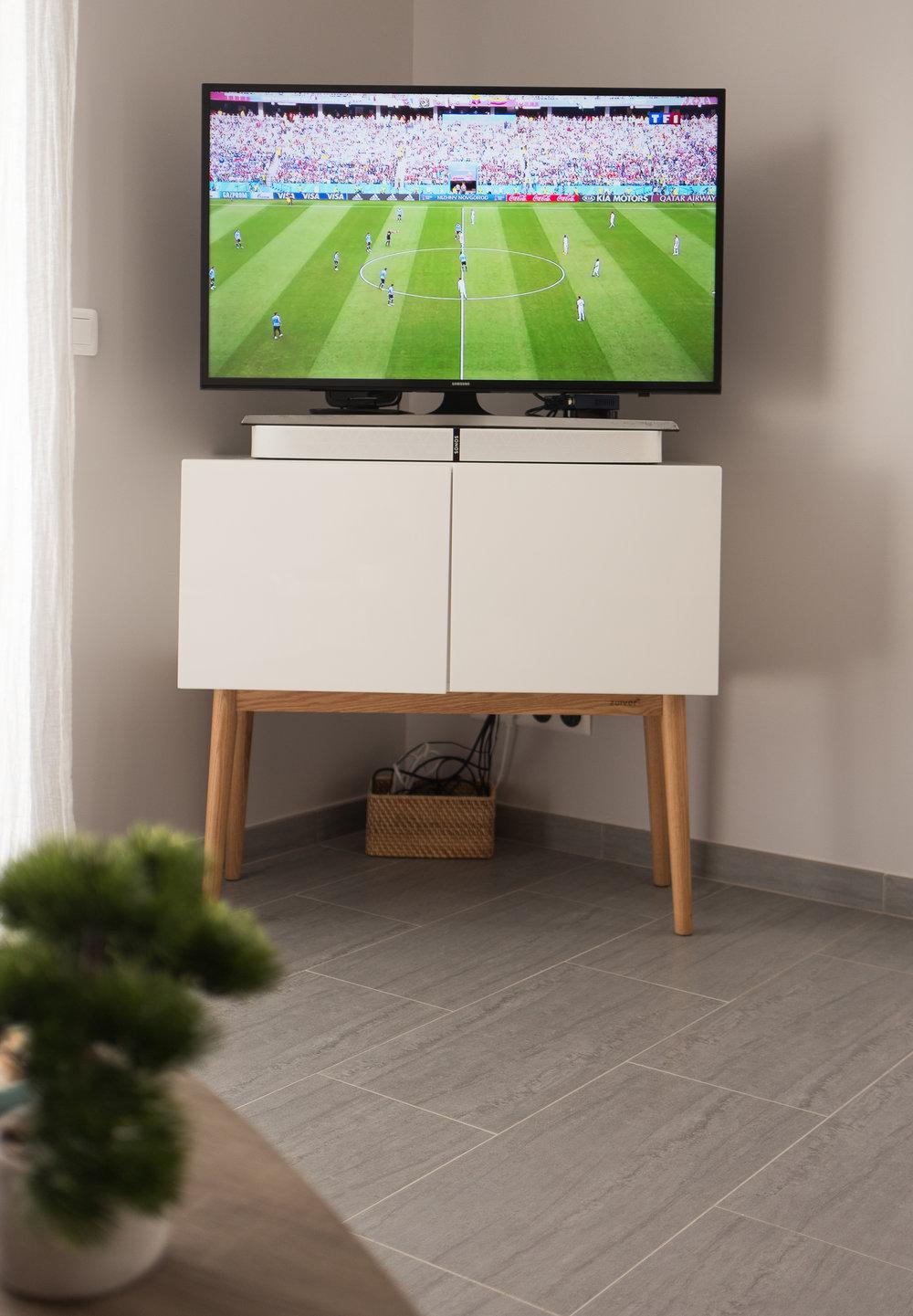 "Toshiba 40"" (1m) Smart TV + Apple TV and Sonus PlayBase"
