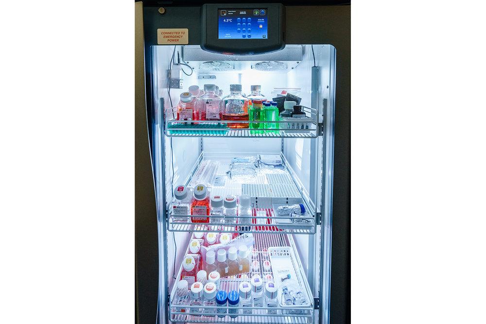 Helmer iLR125 refrigerator