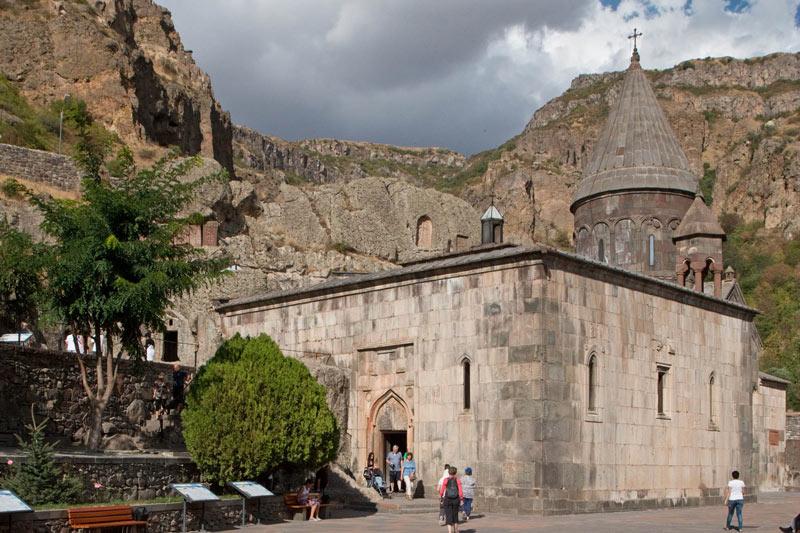 Armenian Angels Singing at Geghard Monastery (video) — MIR