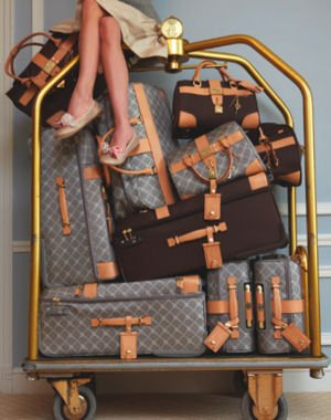 Suitcase_Clutter