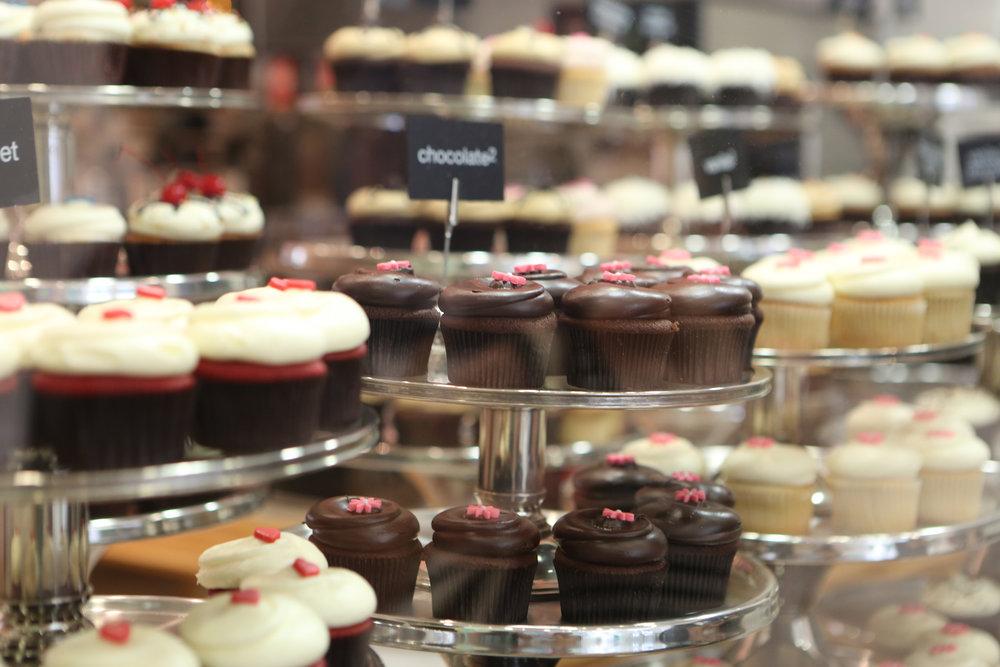 2014-10-Life-of-Pix-free-stock-photos-cupcake-food-sweet-stand-leeroy1.jpg