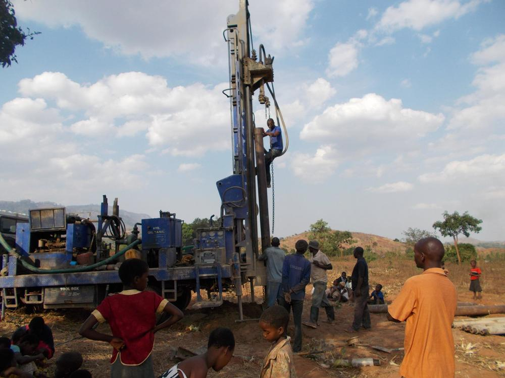 drillingtheborehole.jpg