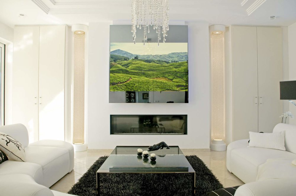 MIRROR TV IN WHITE ROOM.jpg