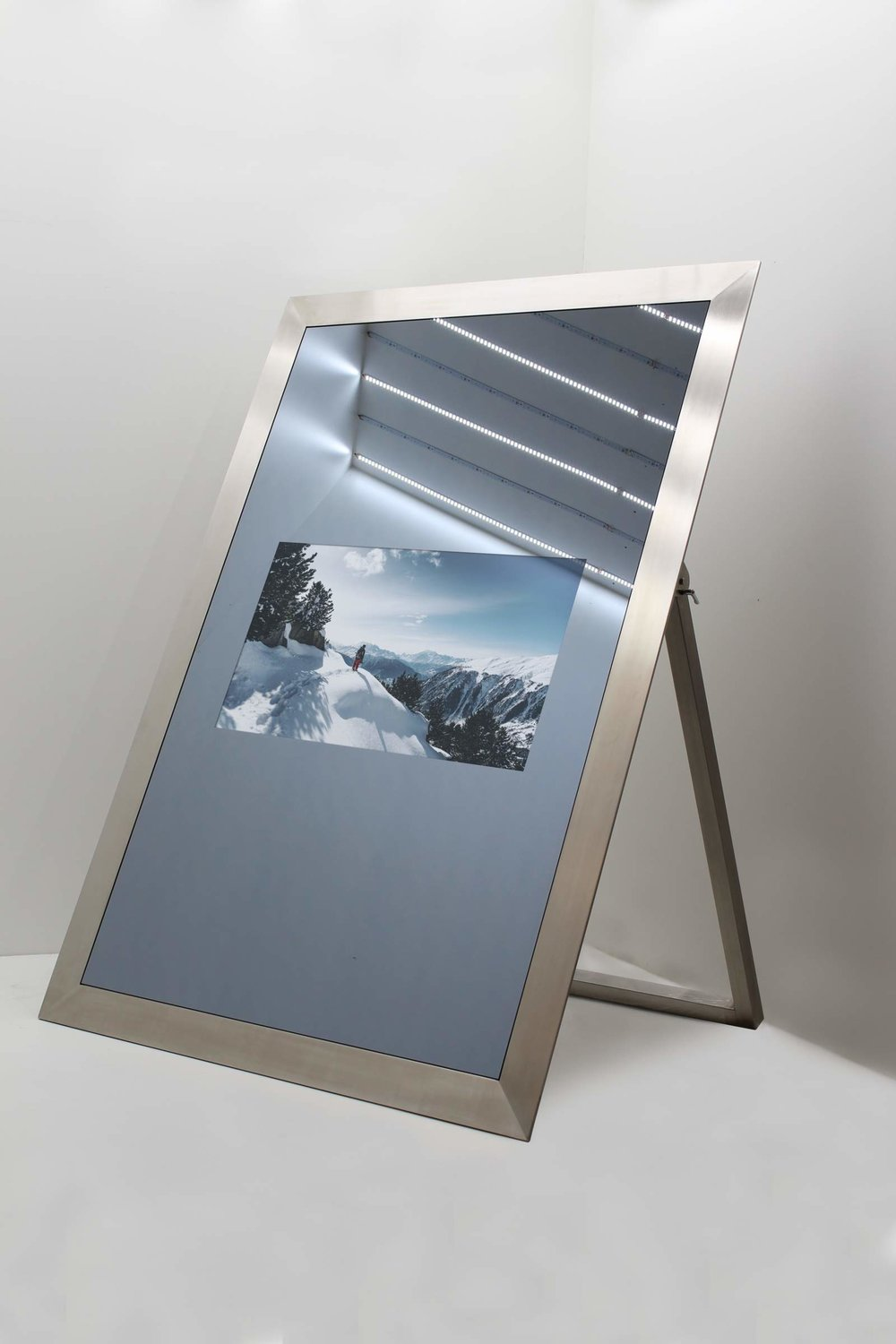 THE ELEGANCE MIRROR TV - ON.jpg