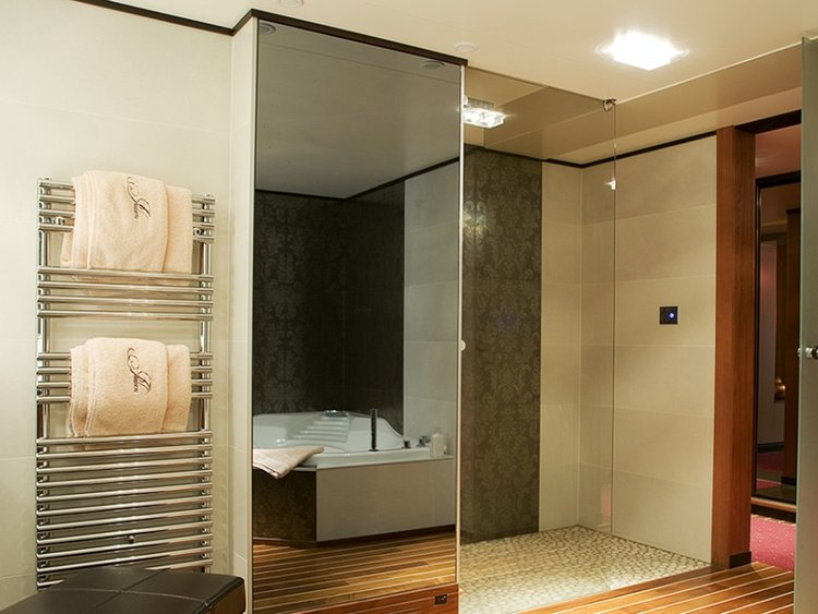 BATHROOM LUXURY MIRROR TV WORLDWIDE