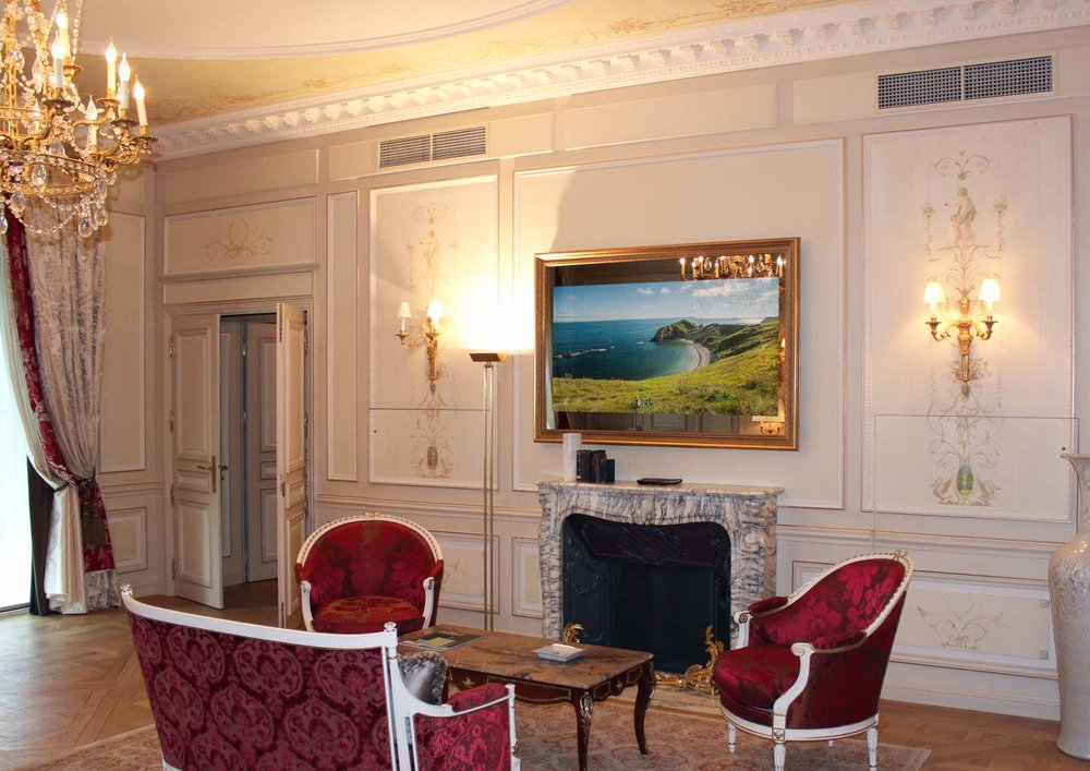 LUXURY MIRROR TV WITH FRAME ON.jpg