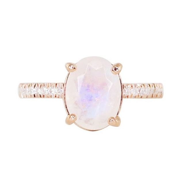 Hello, beautiful moonstone ring. I'll take 10. One for every finger. @lskyejewelry