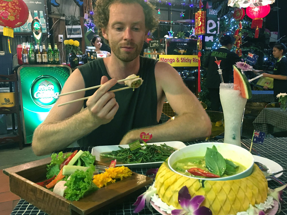 Best Green Thai Curry, Morning Glory and Spring Rolls at Toh Plue in Chatuchak in Bangkok