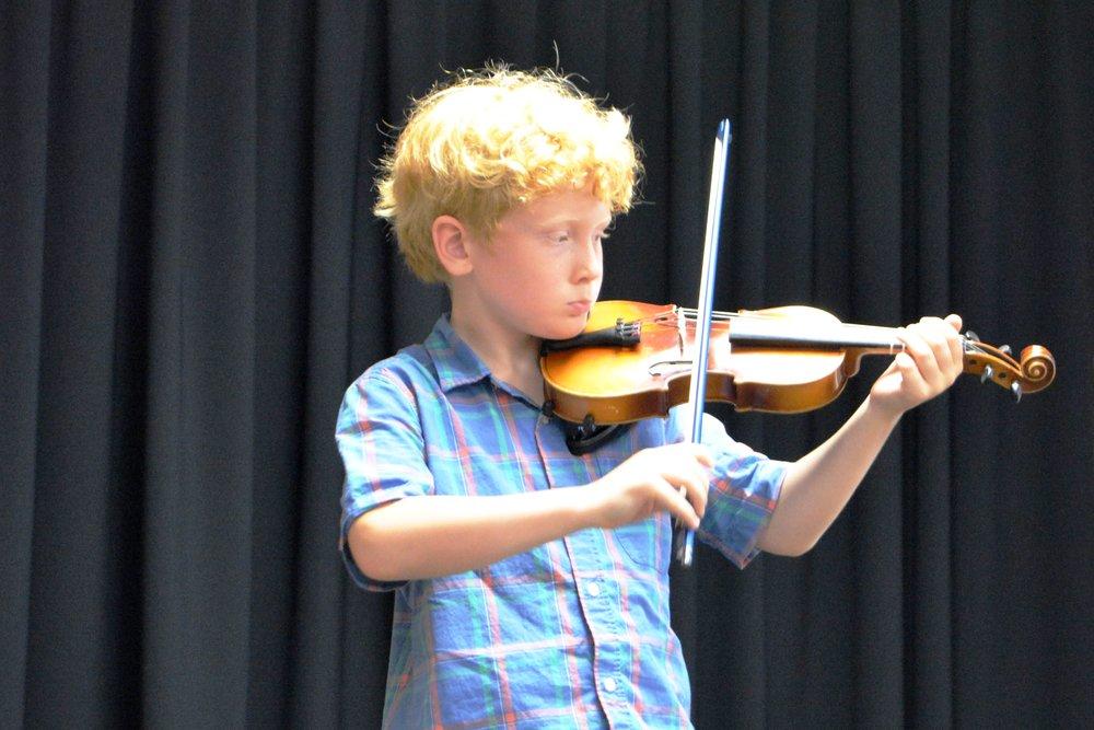 Suzuki Niagara Violin Student