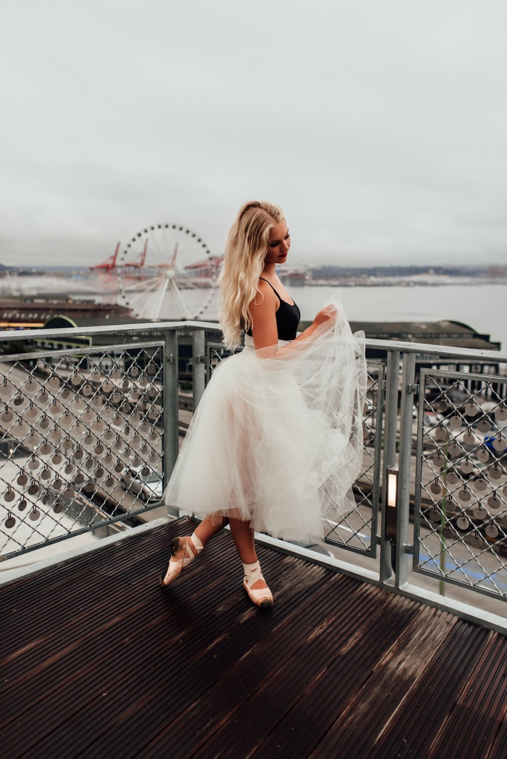 brittingham_photography_pike_place_seattle_ballerina_photos_engagements_senior_photos.jpg