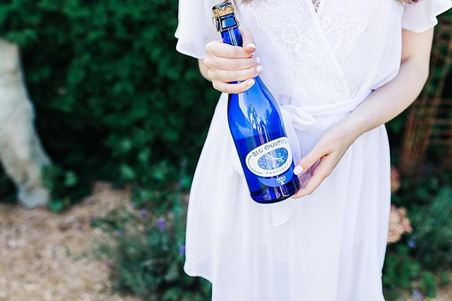 It feels weird not throwing a NYE party tonight but we are excited to be relaxing after a busy year! Three bottles of blu giovello bubbly are chilling in the fridge and we can't wait to pop them!!! Wishing everyone a happy and healthy 2018! CHEERS🥂 📷 @chantellewattphoto