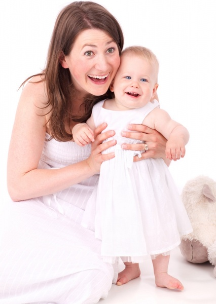 mother_and_baby_smiling_193907.jpg
